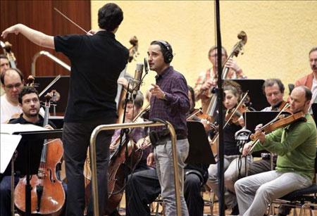 Jorge Drexler con la Orquesta Sinfónica de Euskadi (OSE). © EFE