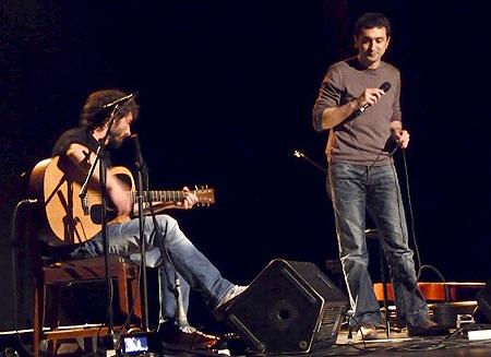 Feliu Ventura acompañado a la guitarra por Borja Penalba. © Josep Maria Hernández Ripoll