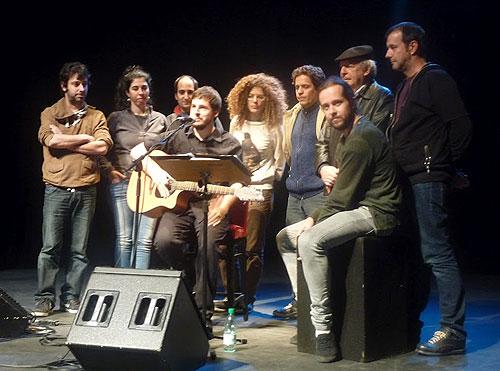 De izquierda a derecha: Mazoni, Rossana Taddei, Diego Kuropatwa,  Pau Alabajos, Samantha Navarro, Daniel Drexler, Guillamino, Daniel Viglietti y Cris Juanico. © Josep Maria Hernández Ripoll