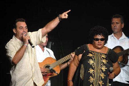 Los repentistas cubanos Héctor Gutiérrez y Tomasita Quiala cantan durante la Serenata de la Fidelidad, el 12 de Agosto de 2011, La Habana, Cuba. © Calixto N. Llanes/Juventud Rebelde
