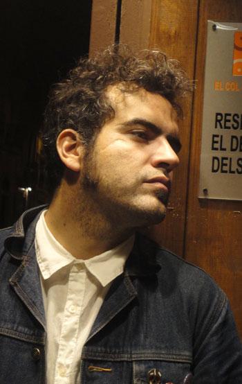 Fernando Milagros en la puerta de El Coleccionista. © Maria Salicrú-Maltas