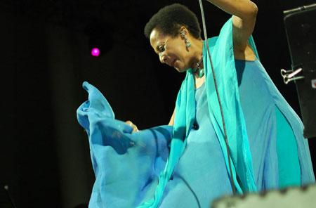 Susana Baca en el concierto inaugural de la FIM de Guadalajara. © Prensa FIM