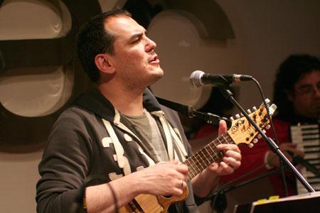 Ismael Serrano en la presentación de «Todo empieza y todo acaba en ti» en el FNAC Triangle el pasado 8 de mayo. © Xavier Pintanel