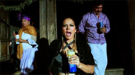 Fotograma del videoclip «Zapata se queda» con Lila Downs, Totó La Momposina y Celso Piña.
