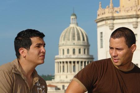 Yoel Martínez e Israel Rojas, el dúo cubano Buena Fe.