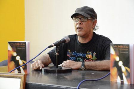 Joaquín Borges-Triana en la presentación de la segunda edición de «La luz, bróder, la luz» en las jornadas Articularte. © Alain Gutiérrez