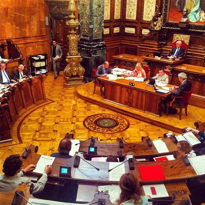 El Plenario del Consejo Municipal del Ayuntamiento de Barcelona reunido ayer. © BarnaSants