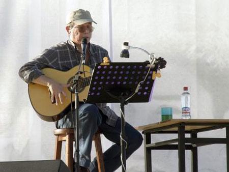 Silvio Rodríguez en un concierto en Talca (Chile). © UPI