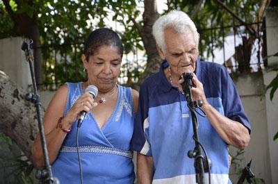Una sorpresa al final parecía un guiño de la Gorda: uno de sus amigos, apareció desde el público y cerró con la Guantamamera. Al lado del improvisador, Martha Campos, alma de este homenaje.