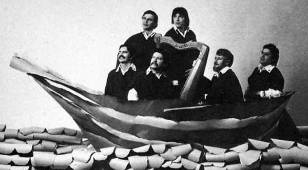 Inti-illimani en una foto promocional irrepetible de 1979. Ahora navegan en aguas más turbulentas. De izquierda a derecha: Jorge Coulón, Horacio Salinas, Max Berrú, Marcelo Coulón, Horacio Durán y José Seves.