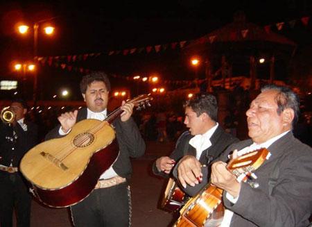Mariachis en la Plaza Garibaldi de México DF © Jocelyne Leiva von Bovet