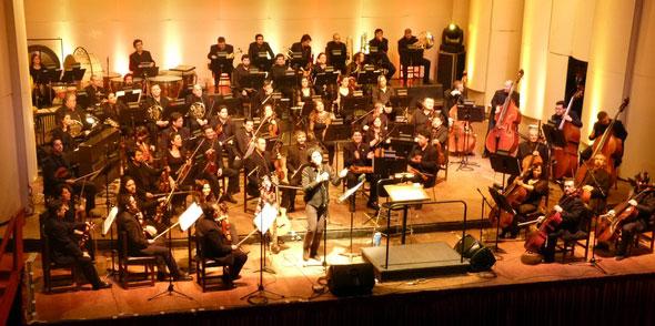 Manuel García con la Orquesta Sinfónica Universidad de Concepción.