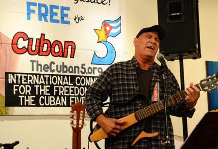 Vicente Feliú en el Salón Bolivariano de la Embajada de la Republica Bolivariana de Venezuela en Washington DC. © Bill Hackwell