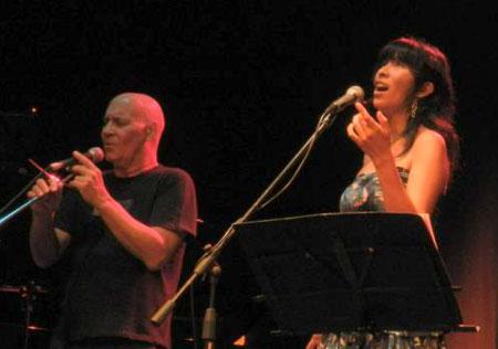 Vicente Feliú y Miryam Quiñones en un reciente concierto en Lima.