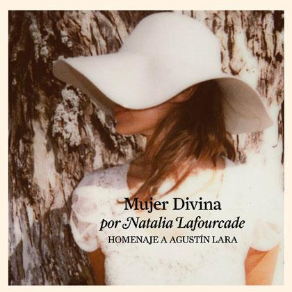 Portada del disco «Mujer Divina – Homenaje a Agustín Lara» de Natalia Lafourcade.