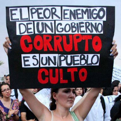 Pancarta en una manifestación contra la subida del IVA en cultura.