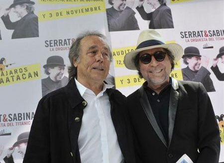 Joan Manuel Serrat y Joaquín Sabina posan el jueves 11 de octubre de 2012, durante una rueda de prensa en el Auditorio Nacional en la Ciudad de México (México).