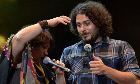 Raly Barrionuevo en el Teatro Coliseo de Buenos Aires. © Télam