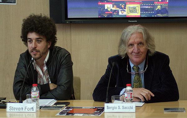 Steven Forti, organizador del Festival «Cose di Amilcare» y Sergio Sacchi, director del Club Tenco.