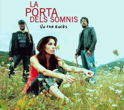 Portada del disco «Un far encès» de La Porta dels Somnis.