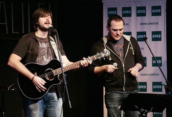 Manuel Cuesta acompañado de Ismael Serrano © Juan Miguel Morales