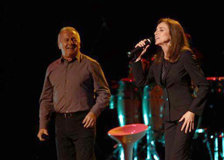 La cantante española Ana Belén se presenta en concierto con Víctor Manuel en el Teatro Nacional de la Casa de la Cultura de Quito (Ecuador).