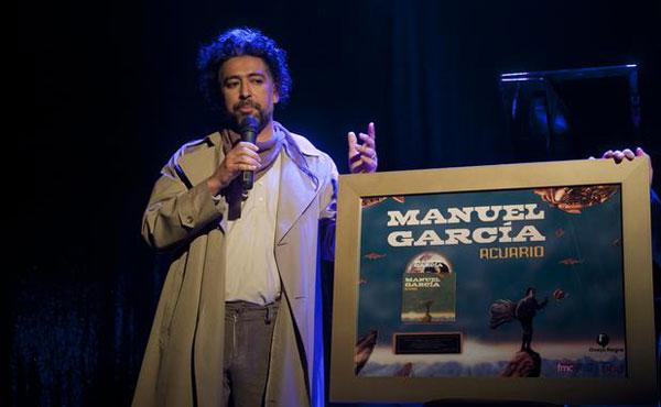 Manuel García con el disco de oro por «Acuario» © Sergio Piña/Terra