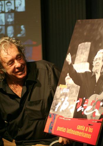 Paco Ibáñez en la presentación de «Canta a los poetas latinoamericanos» en Barcelona. © Xavier Pintanel