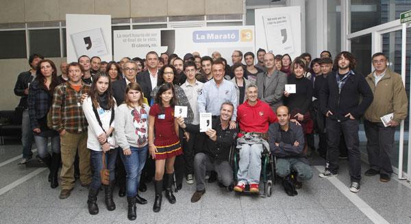 Algunos de los participantes en el «Disc de la Marató 2012» en la presentación de esta mañana. © TV3