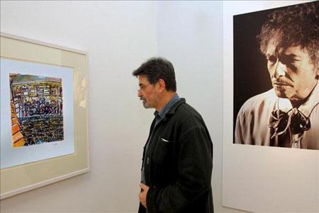 A pesar de que lleva dibujando desde la década de los sesenta, una época en la que se convirtió en uno de los principales protagonistas de la canción protesta, Dylan no comenzó a exponer sus obras hasta hace cuatro años, cuando se pudo ver en Alemania «The Drawn Blank Series». © EFE