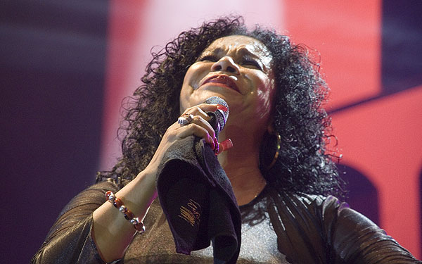 La peruana Eva Ayllón cantó una muestra de música criolla y se definió como «una negra que canta». © Pol Pintanel