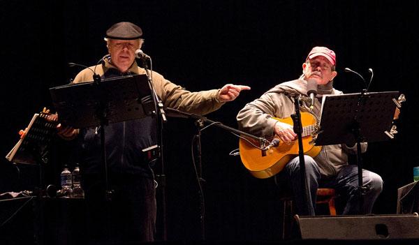 Daniel Viglietti cantó con Silvio Rodríguez «Canción del elegido». © Gerardo Ricardo
