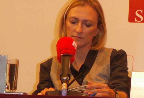 Inés Fonseca durante la presentación del libro-disco «Dos en uno» en la Sala Manuel de Falla de la SGAE.