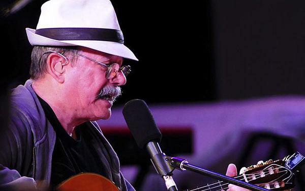 Silvio Rodríguez en el concierto del Centenario del Partido Comunista de Chile. © EFE