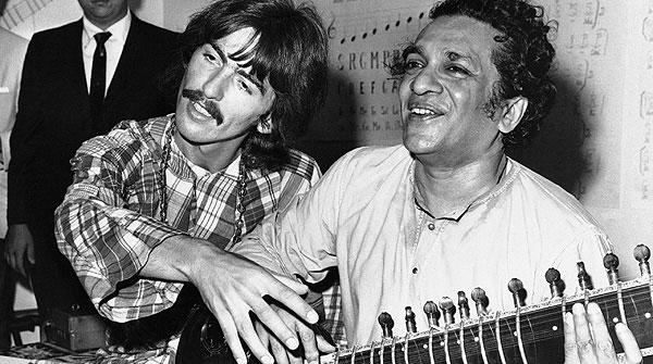 George Harrison y Ravi Shankar.