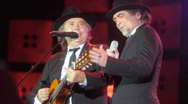 Joan Manuel Serrat y Joaquín Sabina en La Bombonera. © Fernando Gens/Télam