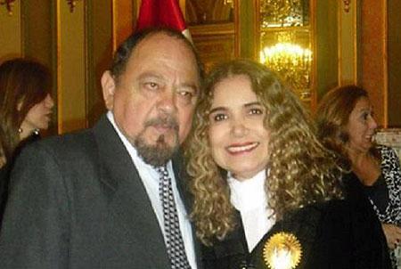 Víctor Merino con Tania Libertad.