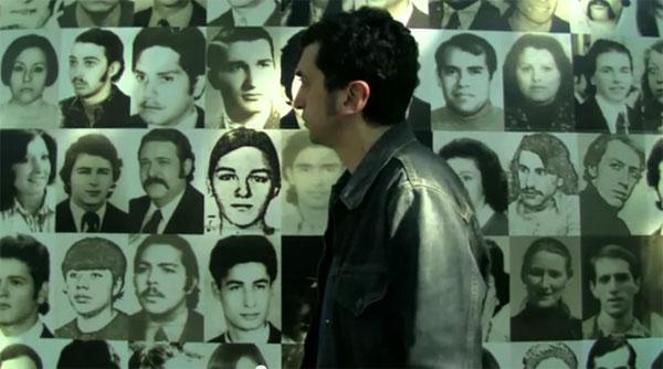 Feliu Ventura paseando por el Espacio para la Memoria y para la Promoción y Defensa de los Derechos Humanos (ex-ESMA) de Buenos Aires en un fotograma del documental «La memòria de la música»