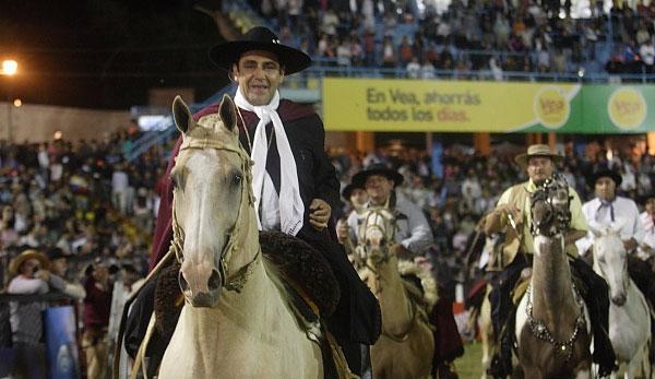 El Chaqueño Palavecino ingresando al predio a caballo. © Paul Amiune