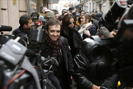 El cantante José Ramón Márquez, Ramoncín, a su salida hoy de la Audiencia Nacional tras responder ante el juez Pablo Ruz como imputado por haber facturado supuestamente a la SGAE 170.552 euros de manera irregular o por servicios inexistentes. © EFE