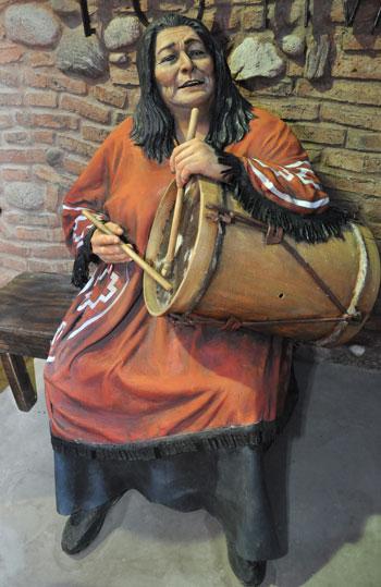 Estatua de Mercedes Sosa en la entrada al predio donde anualmente se realiza el Festival Nacional de Doma y Folklore de Jesús María. © Prensa del Gobierno de la Provincia de Córdoba