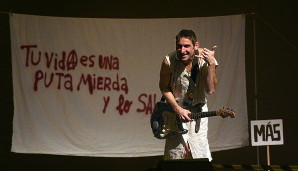 Albert Pla en el espectáculo «Manifestación» © Xavier Pintanel