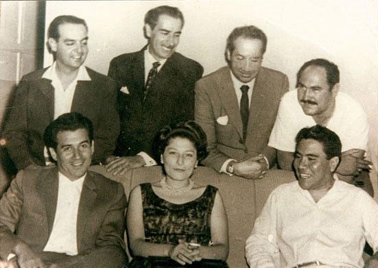 Mercedes Sosa rodeada de Tito Francia, Juan Carlos Sedero, Óscar Matus, Armando Tejada Gómez y Pedro Horacio Tusoli.