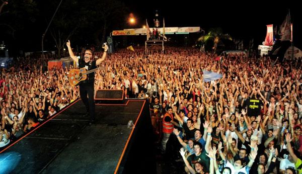 León Gieco cerró el V Cerveza Santa Fe Música en el Río 2013. © Prensa Gobierno de la Ciudad de Santa Fe