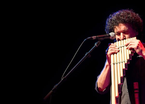 José Miguel Márquez con la zampoña. © Anna Roskozni