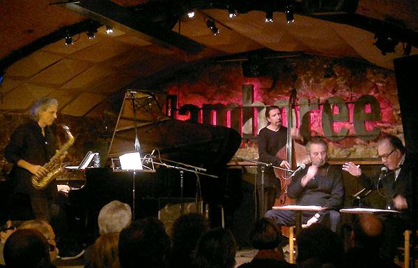 Joan Margarit, Pere Rovira y el trío de jazz liderado por Perico Sambeat en el Jamboree de Barcelona. © Isabel Llano