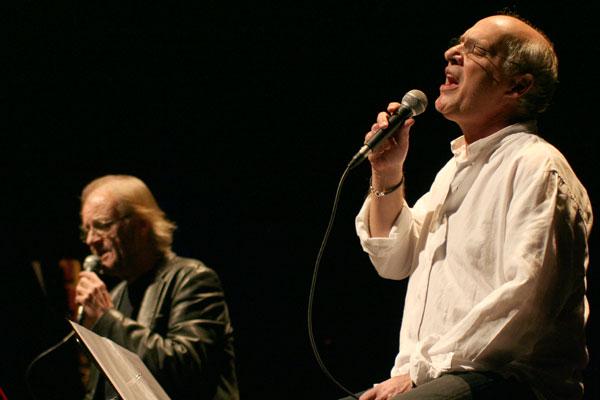 Luis Eduardo Aute y Joan Isaac. © Xavier Pintanel