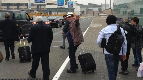 Silvio Rodríguez a su llegada al aeropuerto internacional Jorge Chávez en Lima. © Foronda Brand