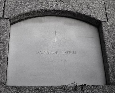 Sepultura del poeta en el Cementerio de Sinera (Arenys de Mar) © Carles Gracia Escarp