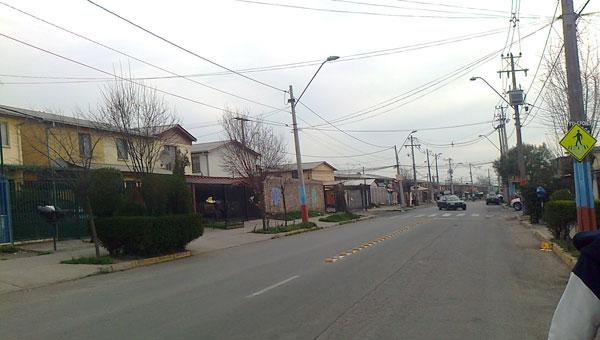 La «avenida Violeta Parra» en La Pintana, hasta hace poco «avenida Francisco Franco». © Panoramio